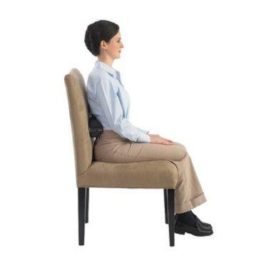 O rolo lombar ajuda a manter a postura sentada